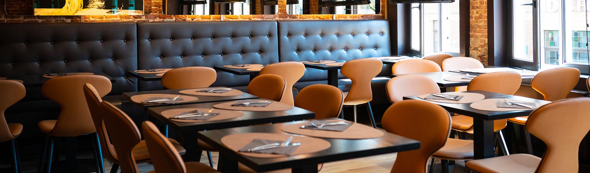 Salle chaleureuse et moderne de Pasta Divina
